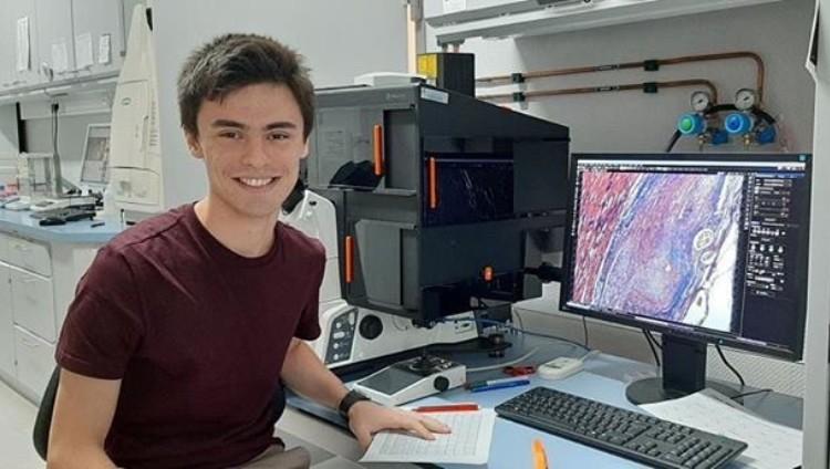 Estudiante de la FCM en pasantía en el centro Frankfurt Initiative for Regenerative Medicine