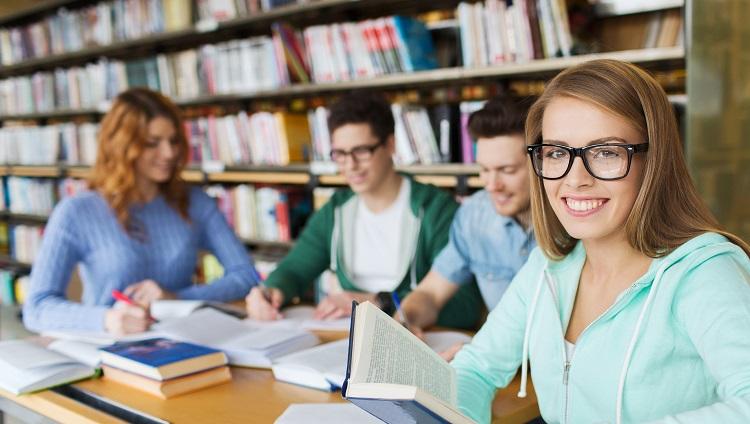 La Biblioteca FCM incorpora nuevo material bibliográfico