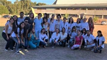 Estudiantes de Medicina y Enfermería participaron de la campaña sobre cáncer de piel en Alvear