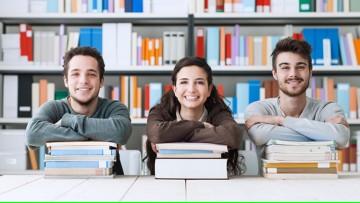 Convocan a estudiantes avanzados de la FCM a becas de prestación de servicios