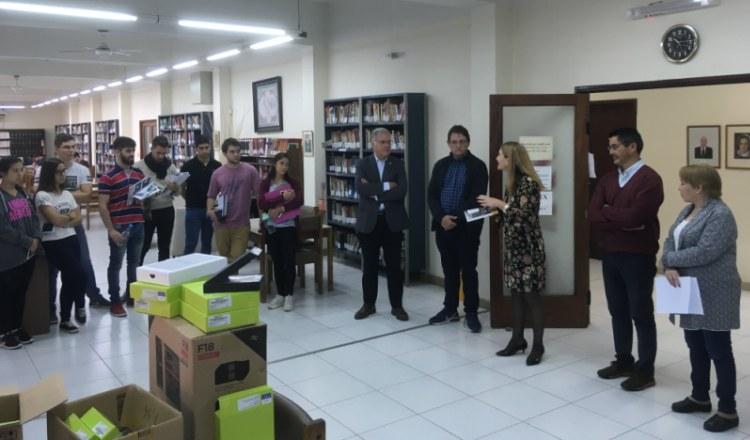 Nuevos equipamientos tecnológicos y sistema de préstamos en la biblioteca de la FCM