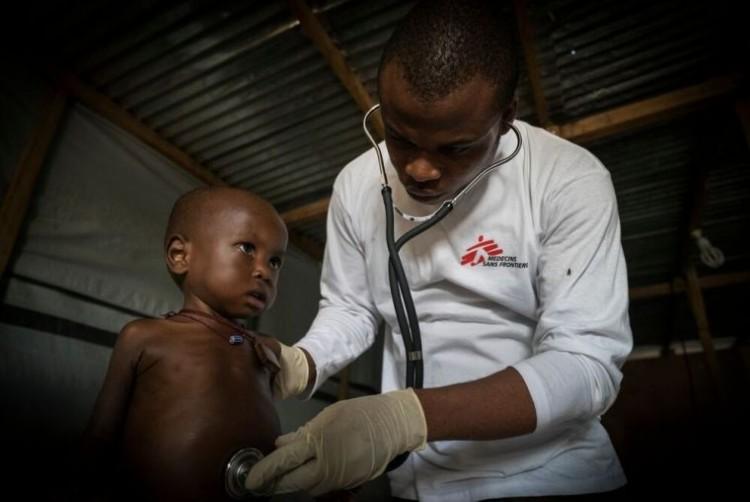 Charla informativa sobre trabajo en terreno y reclutamiento de Médicos Sin Fronteras en FCM