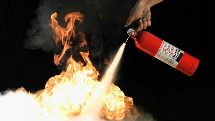 Curso: \ Protección contra incendio - Tipos de fuego - Uso y tipo de extintores\