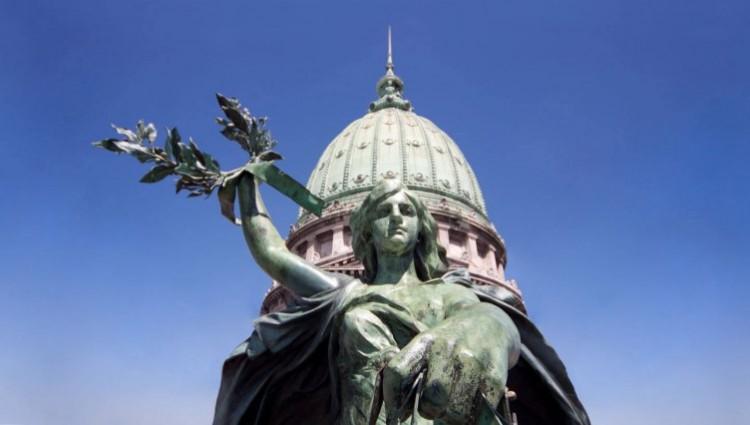 Últimas charlas ante la inminente pronunciación del Senado sobre la IVE
