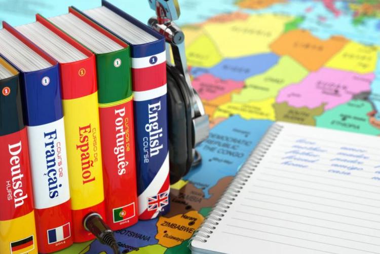 Estudiantes invitados/as a participar en una encuesta que releva el interés en formación en idiomas