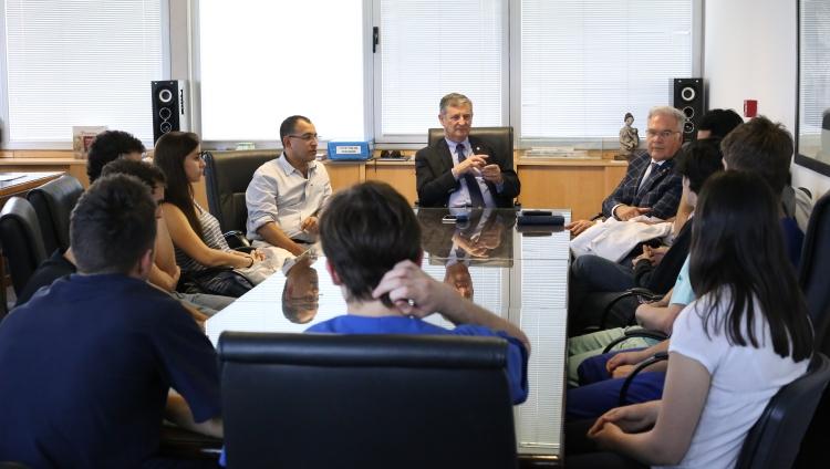 Pizzi recibió a la delegación de estudiantes que descolló en las Olimpíadas Nacionales de Medicina
