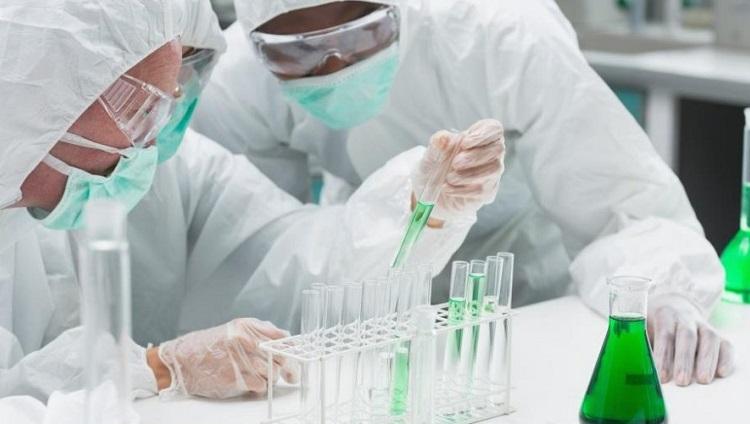 Inscriben al curso: \Riesgo en laboratorios - Manejo y manipulación de químicos\