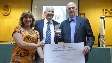 Philip Stahl fue distinguido como Doctor Honoris Causa en la FCM